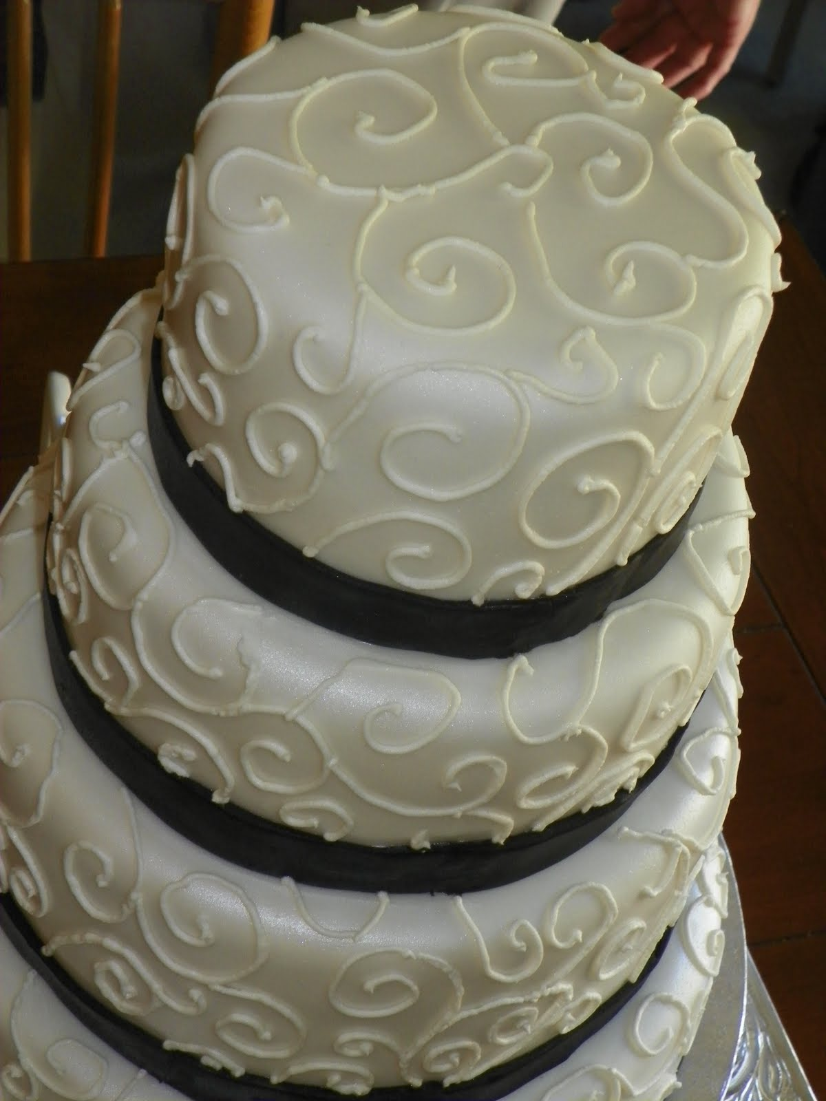 Plumeria Cake Studio Black and White Wedding Cake