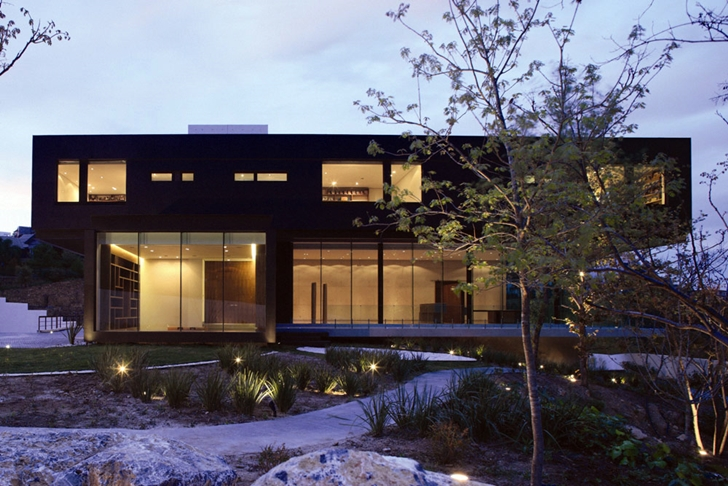 Front facade of Modern contemporary CT House in Mexico
