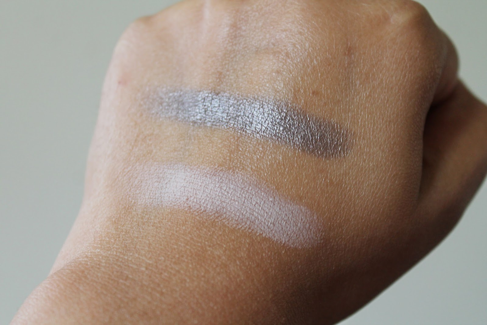 Clarins Ombre Matte Cream-to-Powder Eyeshadows in Nude Pink & Sparkle Grey Swatches - Aspiring Londoner