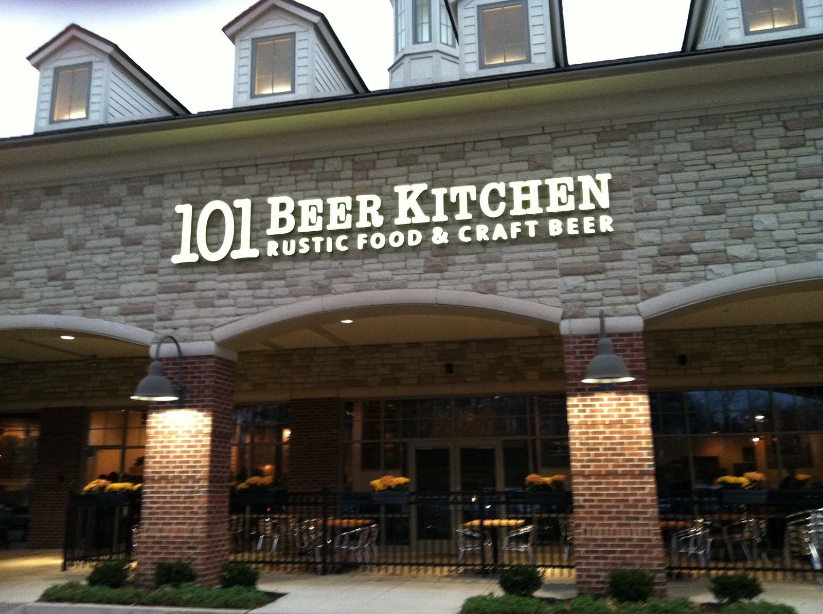 Life, Love, and Marathons: Dinner at 101 Beer Kitchen