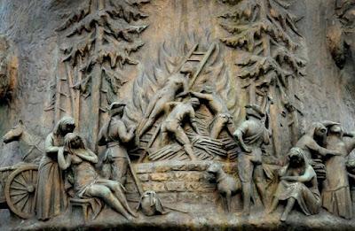 Monumento en Düsseldorf recordando los juicios por brujería celebrados en Europa