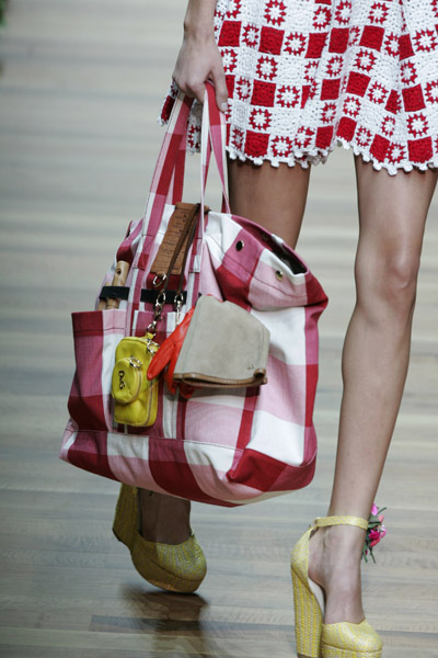 como combinar sapato com bolsa