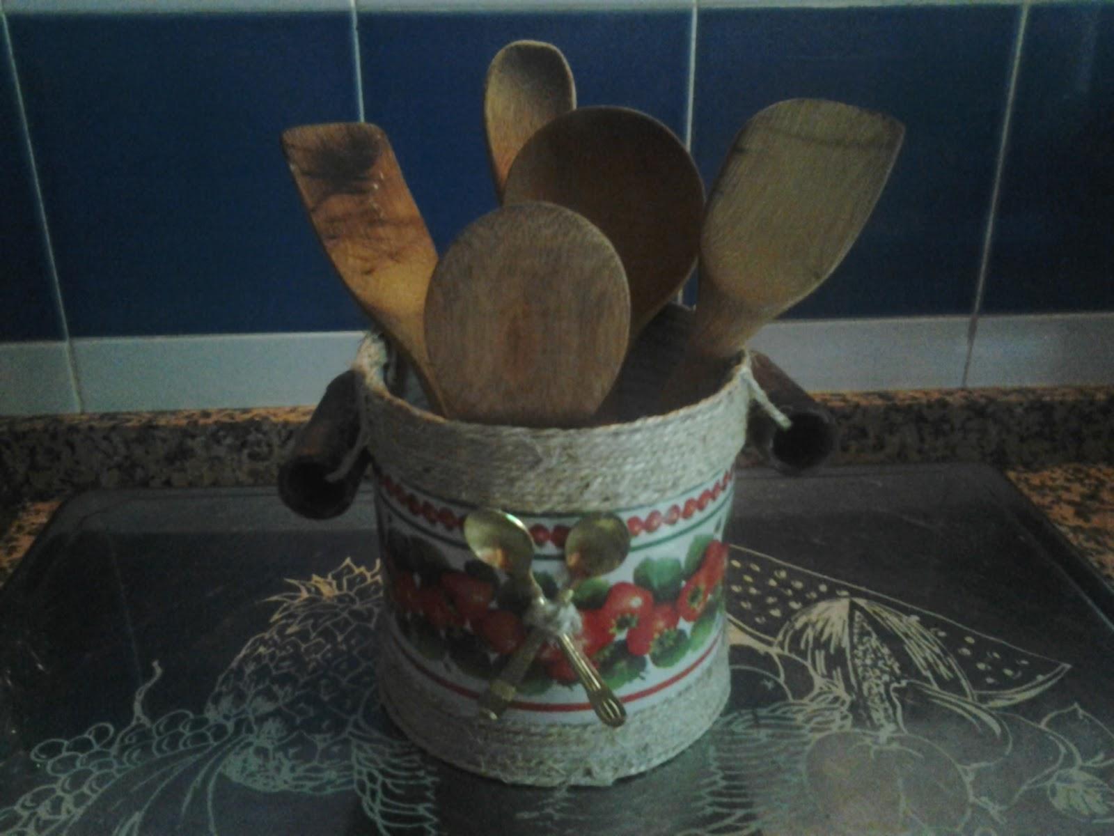 Artesan a de amparo bote de cocina para guardar los for Bote utensilios cocina