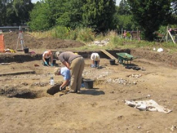 Suspected Roman ritual pit found in Ewell dig