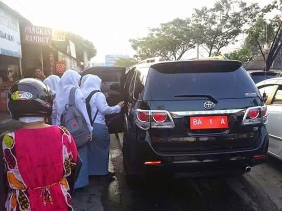 Mobil-Dinas-Walikota-Padang-Mendadak-Ngangkot