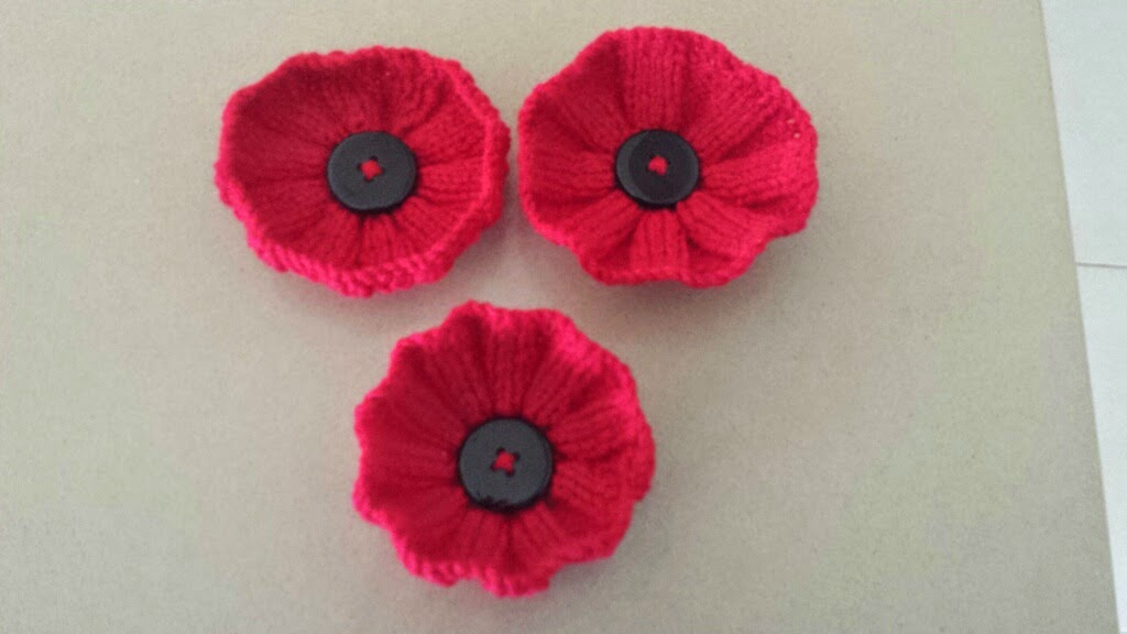 Easy Afghan Knitting Patterns Free : Great Lakes 5000 Poppies Project: Knitted poppy patterns