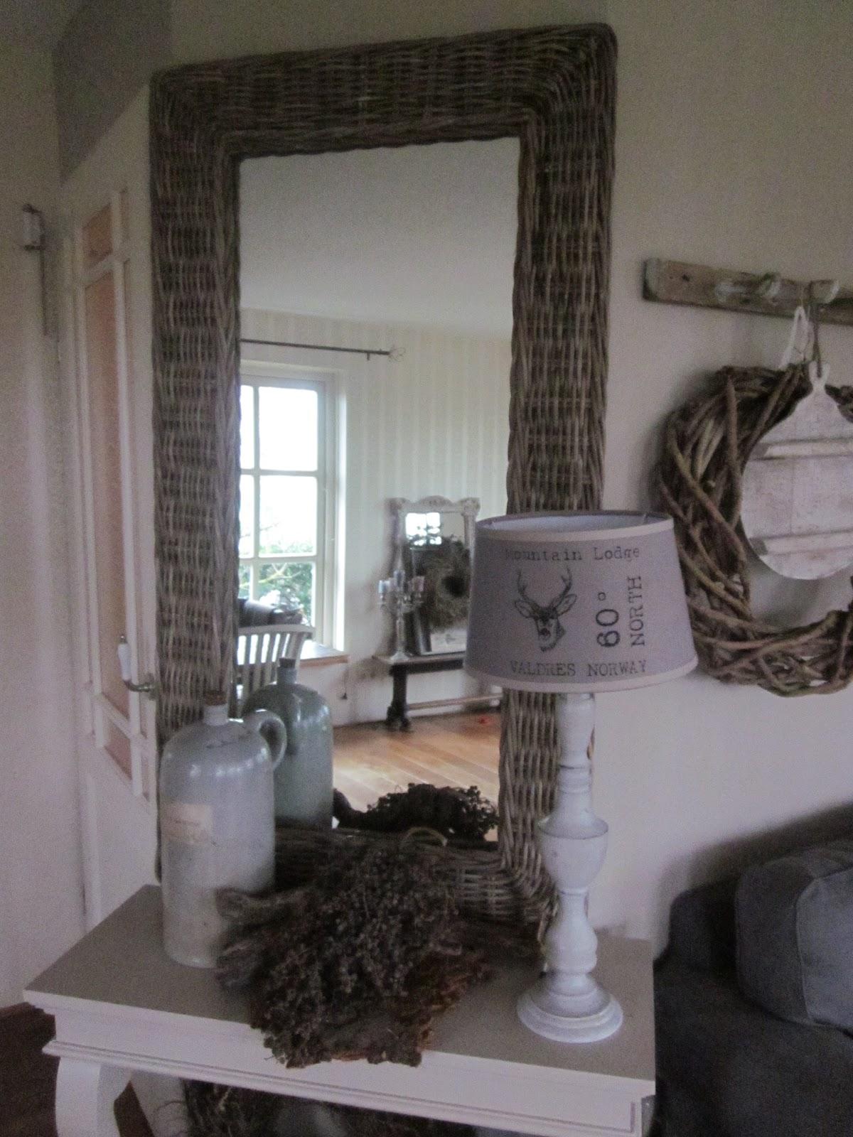 Sfeer in landelijke stijl 12 22 12 - Kleine woonkamer decoratie ...
