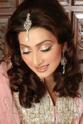 Pakistani-Hairstyles-Women