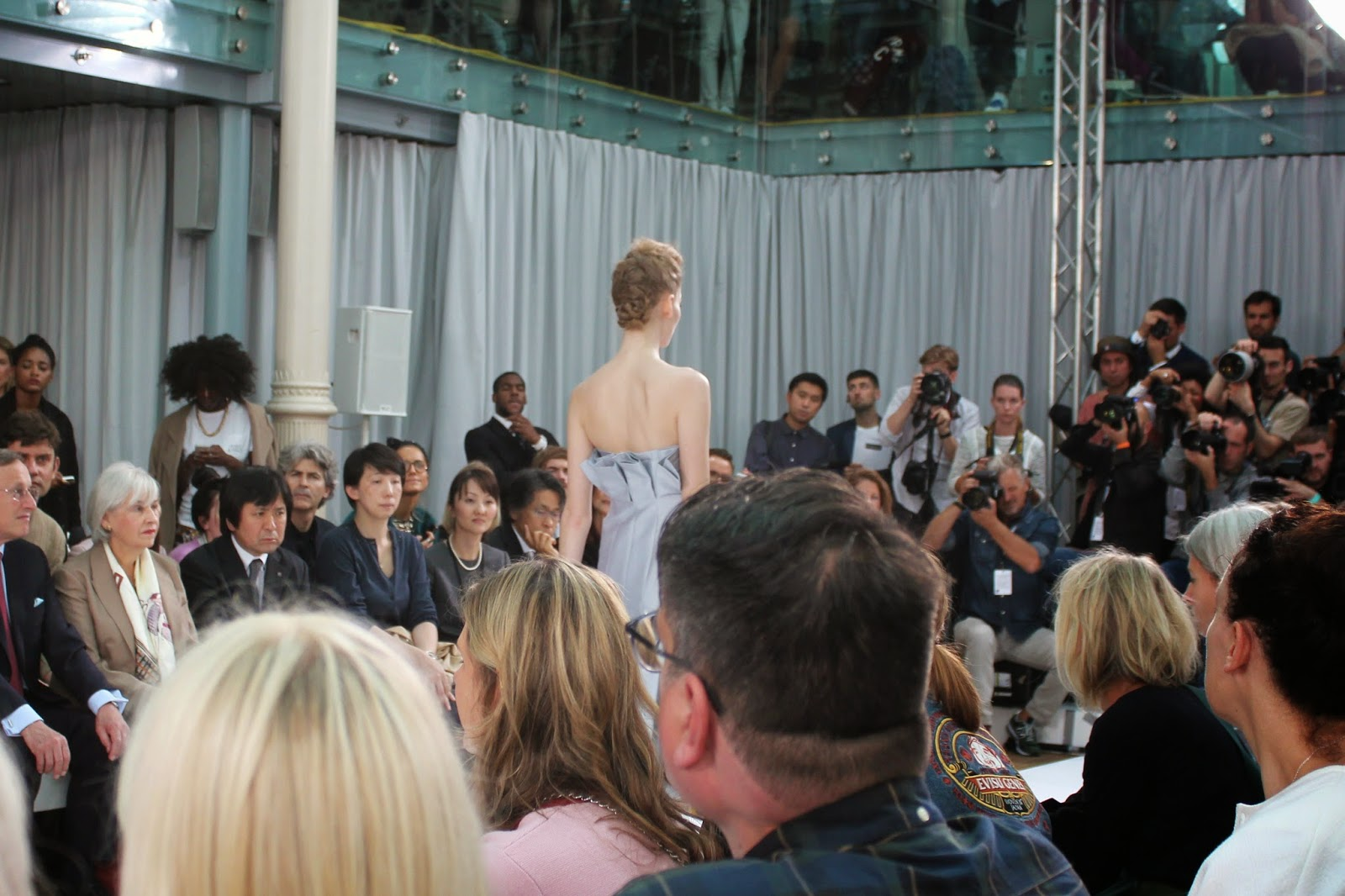 london-fashion-week-2014-lfw-DAKS-show-catwalk-spring-summer-2015-models-clothes-fashion-frow-royal-opera-house-dress-ruffles