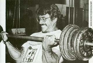 MIKE MENTZER - HEAVY DUTY TRAINING HEAVY BARBELL BICEPS CURLS ● www.robbyrobinson.net/books.php ●