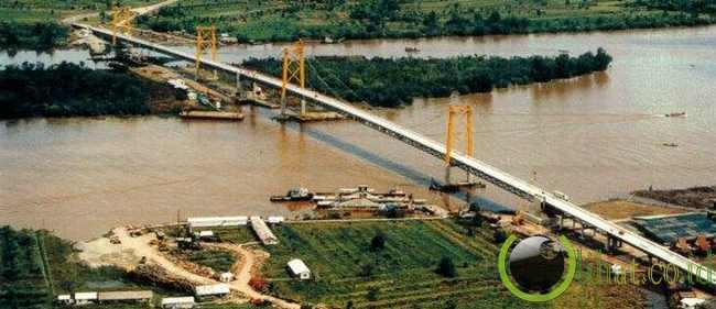 Jembatan Barito (1.082 Meter)