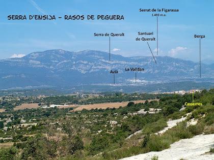 Les muntanyes del Baix Berguedà i les poblacions d'Avià, La Valldan i Berga des del Serrat de la Madrona