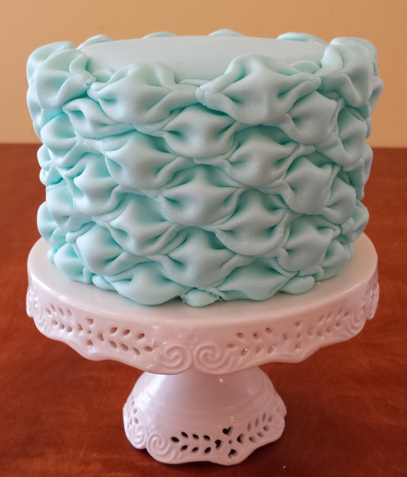Cake With Fondant Photos : Cake Blog: Billowed Fondant Tutorial
