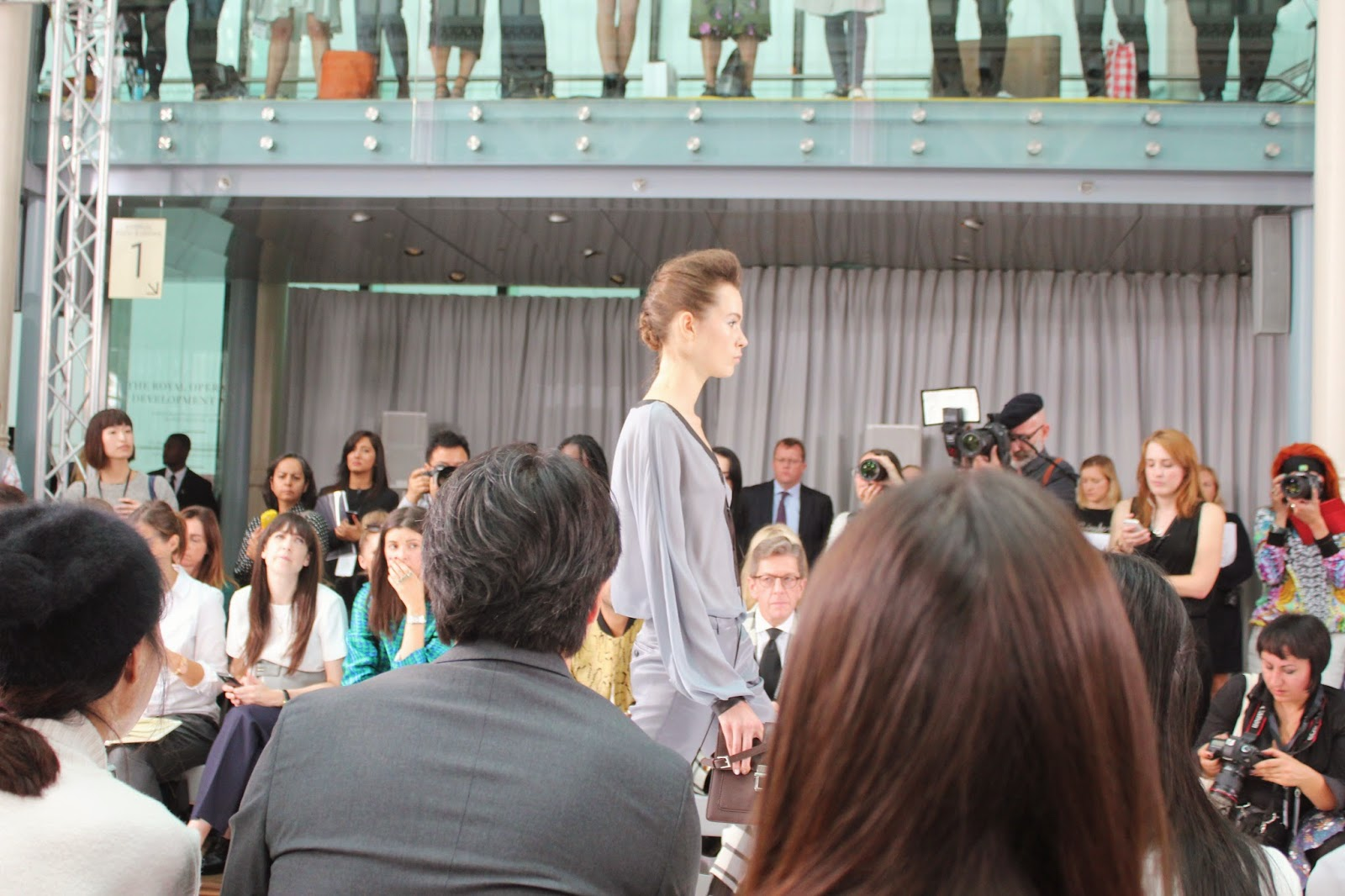 london-fashion-week-2014-lfw-DAKS-show-catwalk-spring-summer-2015-models-clothes-fashion-frow-royal-opera-house-shirt-trousers