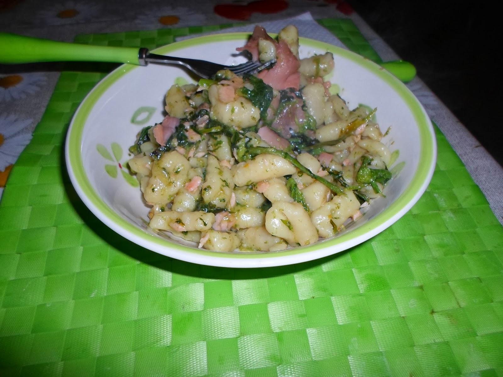 306. gnocchi di patate con salmone e broccoli