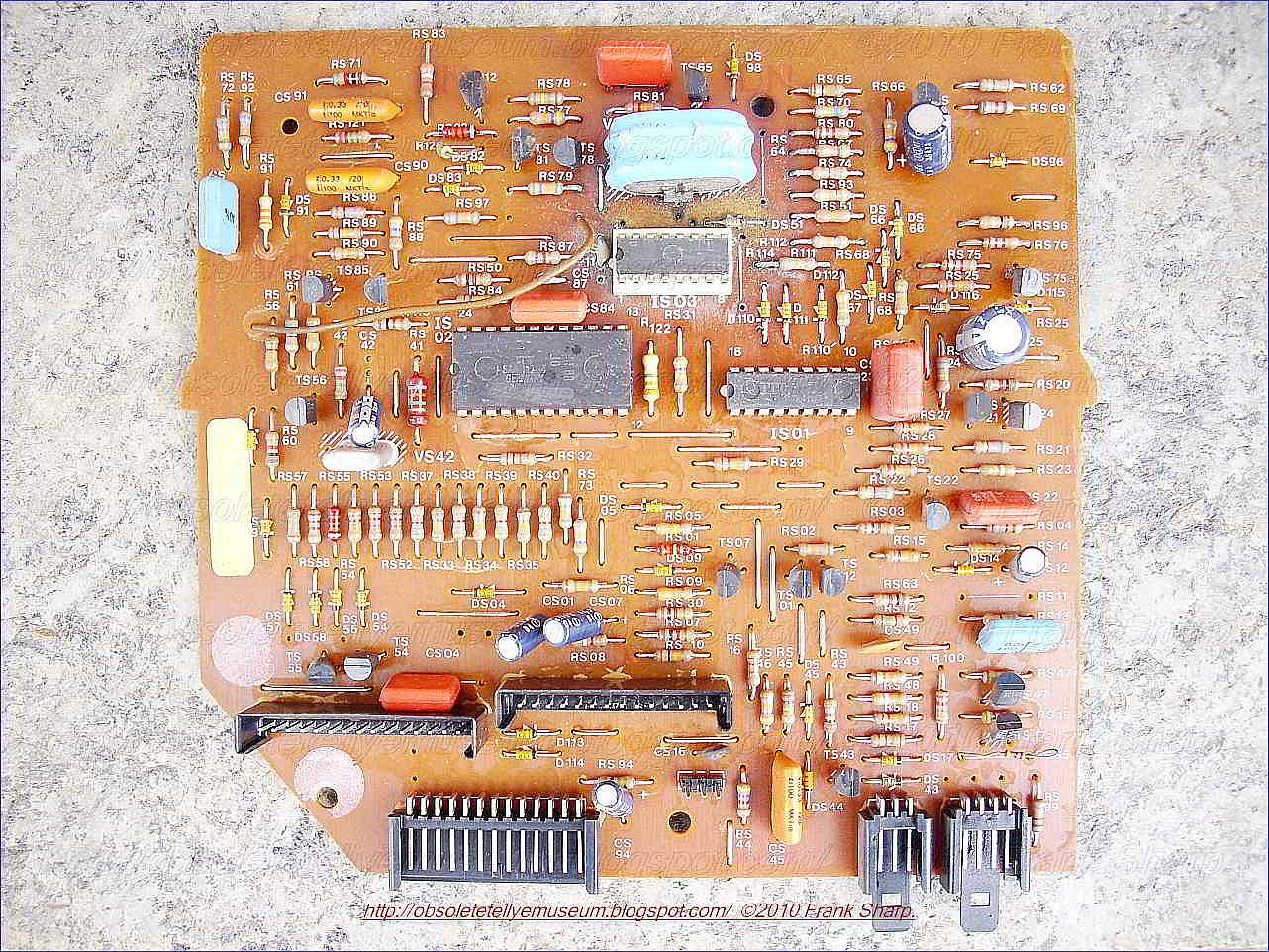 Obsolete Technology Tellye Nordmende Spectra Sk3 Color T3137 Electronic Switch Integrated Circuit Controlcircuit When A Transmitter Without Pilot Signal Is Received The Search Tuning Switches Over To Slowed Down Searching Action And Automatic