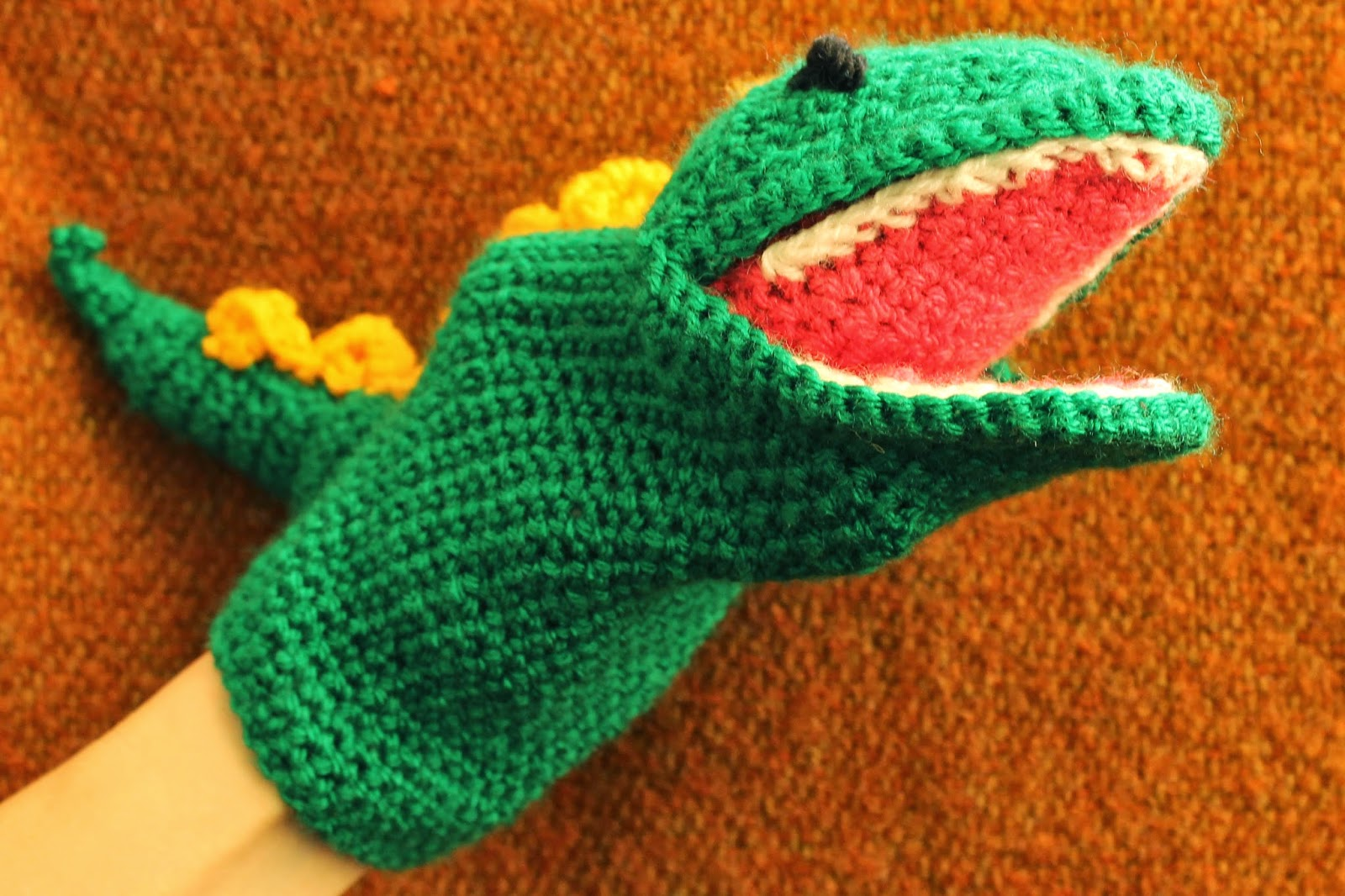 Crochet hand puppet, dinosaur, green, SallyStrawberry