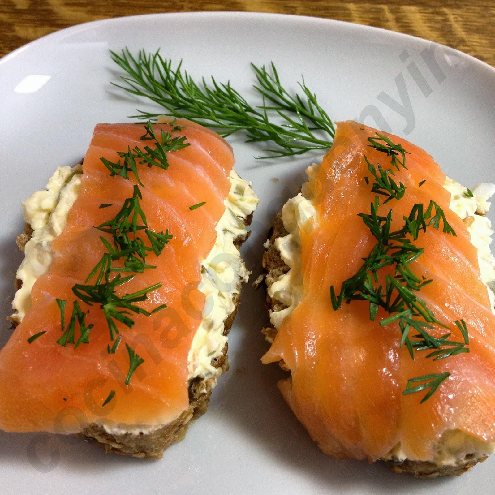 Cocina con quenyin montadito de salm n ahumado con queso - Tapas con salmon ahumado ...
