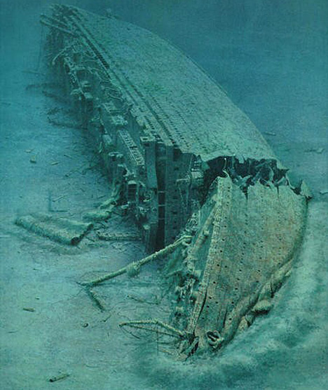 titanic ship underwater -#main