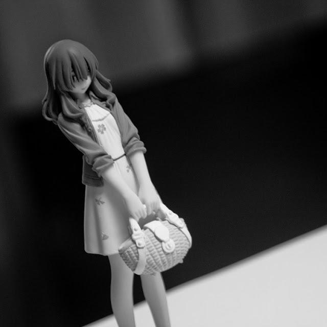 波戸 賢二郎(ハト ケンジロウ) 笹原の4年後輩の男子学生。新潟県出身。いわゆる男の娘で腐男子。女装した姿は正当派美人で、男声と女声を使い分けることができるため、初めて現視研に見学に来た際にアクシデントで男であることが発覚するまで誰も疑いもしなかった。寝姿や寝言まで女装モードを維持する筋金入りの男の娘。女性らしさを維持するため日々のケアを欠かさない。 外見に反して柔道経験者(中学時代)で、飛びかかって来た朽木に対してはスカート姿のまま体落としをかけている。 講義中は男装(?)で通しており、自宅が遠い為、女子トイレで女装していた事が発覚。物議をかもした結果、徒歩数分の距離にある斑目のアパートを「着替え部屋」としてあてがわれた。常に女装しているわけではないので、地毛は男の子らしいショートカットで女装時はウィッグを使用。様々なタイプを所持している。 本人はBL作品が好きなだけでゲイではないが、女装を始めてから自分を腐女子の視点で俯瞰視するようになり、この視点が「第二人格810ちゃん(ハトちゃん・女性)」となっている。俯瞰視点からは妄想たくましく「ハト×マダ萌え」をしている。 高校時代の出来事が理由で、現視研やBLに係るときは基本的に女装で極力自分が男性だということを見せないようにしているが、慕っている斑目には女装だと避けられるため、普通に後輩の男子として振舞っている。 画力も高く、荻上のアシスタントをする際には背景の作画を任され、矢島などからは「完璧すぎる」と評される。料理だけは不得手だったが、斑目の腕前を知ってから鋭意特訓中。