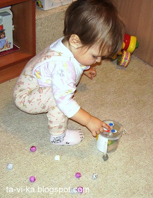 развивающая игрушка из баночки сортер