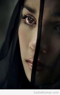 صور لاجمل بنات وهي حزينة