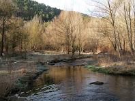 Vista cap al sud del Cardener, al seu pas pel gual de la carretera de Valldeperes