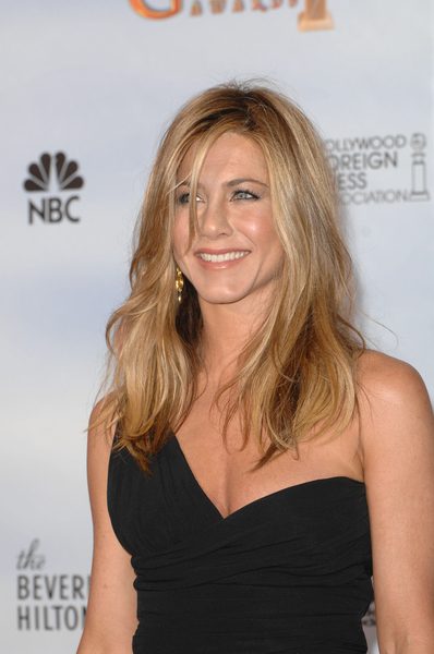 Rachel Haircut Jennifer Aniston Debuts New Haircut Photo