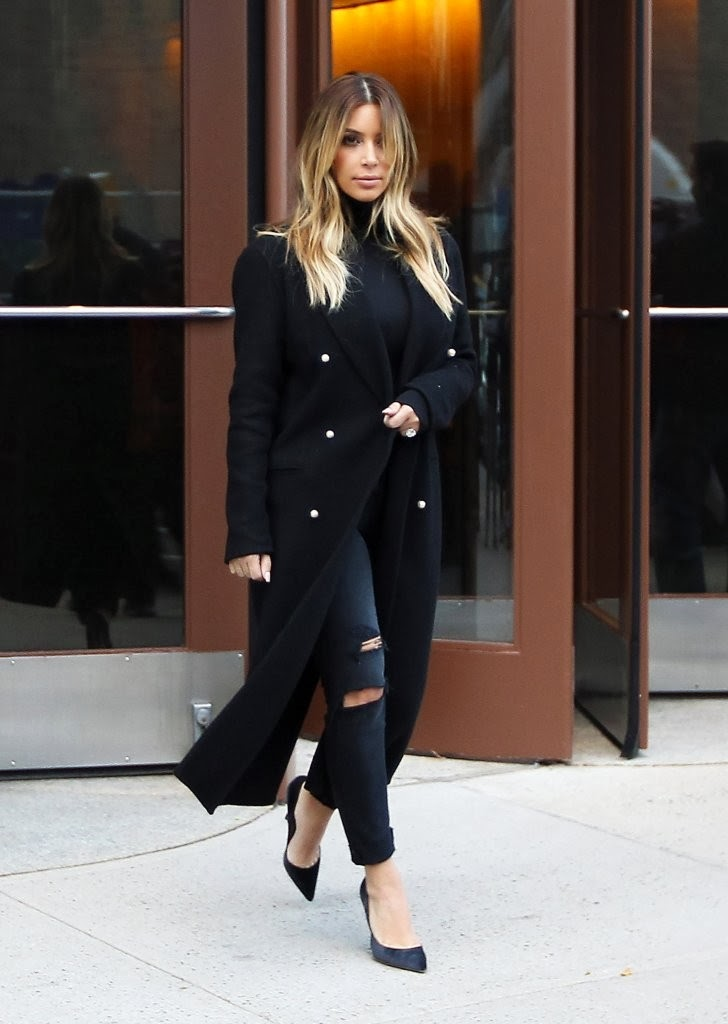 The Amber Alert Style Alert Kim Kardashian In Nyc Rocking Current Elliott Destroyed Skinny Jeans