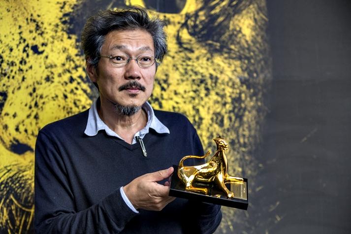 Hong Sang-soo, ganador de Leopardo de Oro