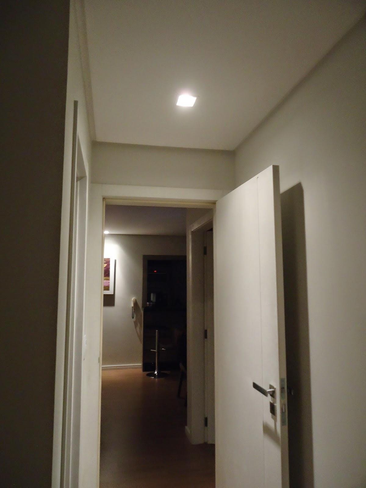 Nossa suíte tem um Hall de entrada (pequeno) também colocamos uma  #31281E 1200 1600