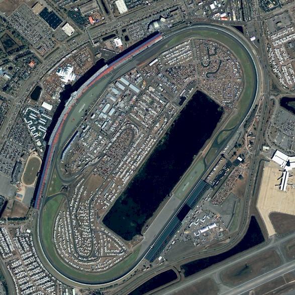 http://3.bp.blogspot.com/-nIPtAdeFeR8/TpHSU4ojIhI/AAAAAAAAA6A/Uk65vKNNefw/s1600/Boyracers+Blog+Daytona+International+Speedway.jpg