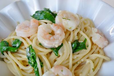 I was really feeling like a shrimp pasta dish today Garlic Shrimp Pasta