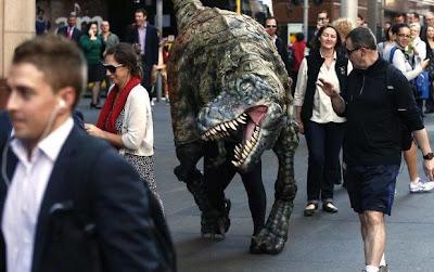 warga kaget lihat t-rex
