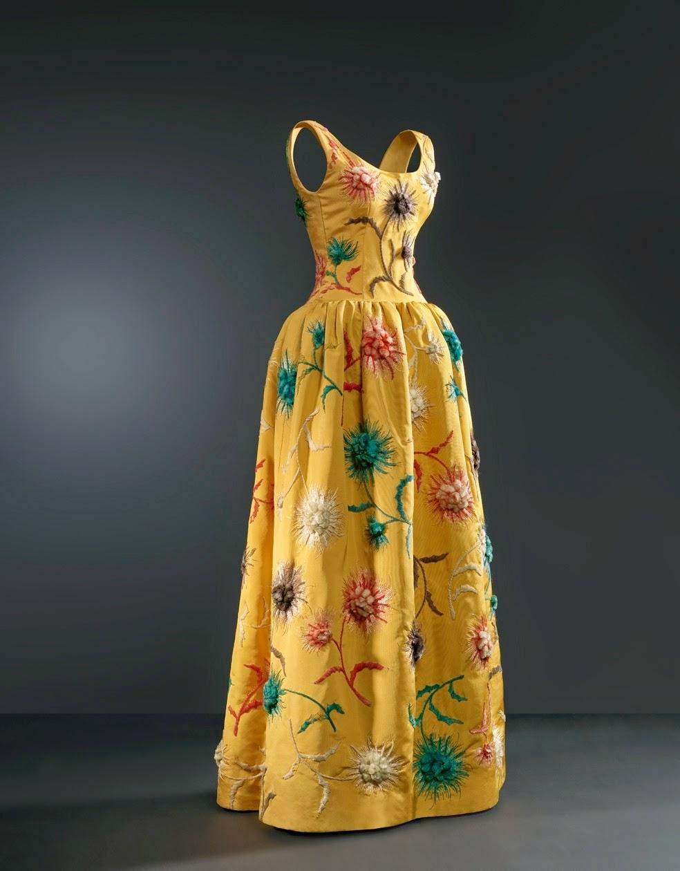 veinte-nuevos-vestidos-balenciaga-museo-madrid