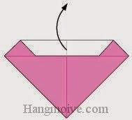 Bước 4: Ta mở tờ giấy vừa gấp ra để tạo các nếp gấp.