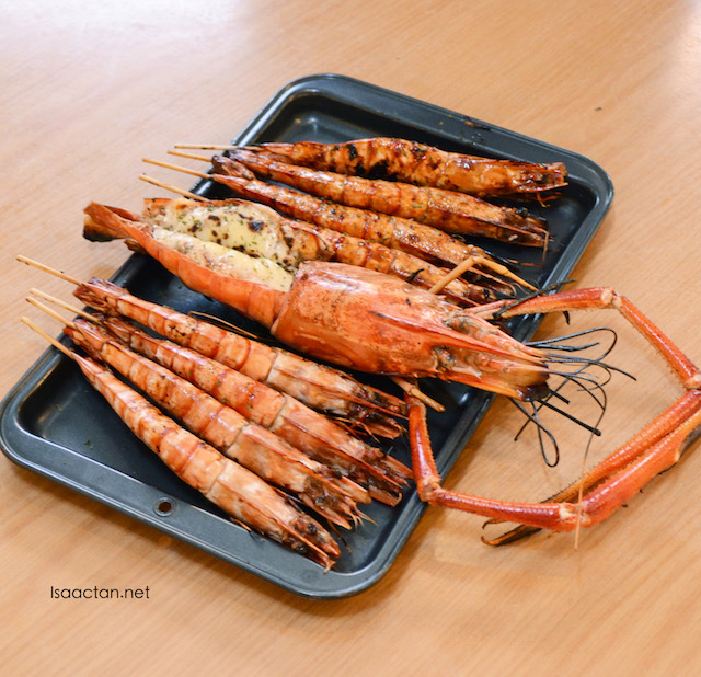Prawns Platter with the Jumbo Fresh Water Prawn (market price) taking the centre stage with BBQ Prawn Extra Large (set of 4 - RM55.00)