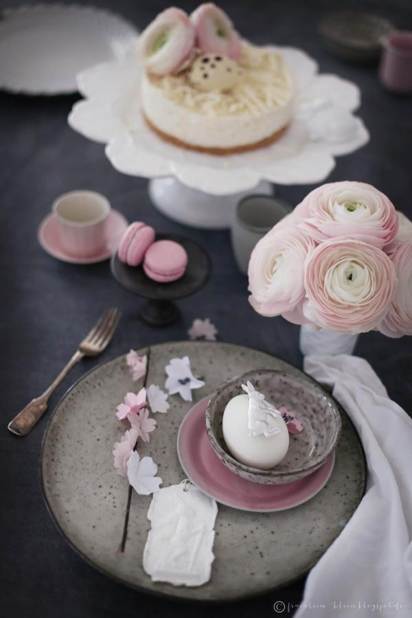 Frohe Ostern • weißer Schoko No-Bake-Cheesecake mit Himbeerkern und Macadamias