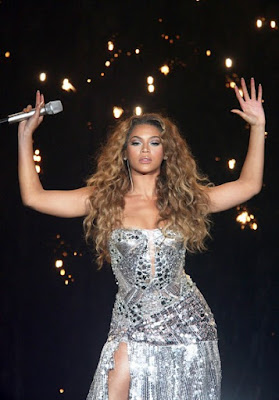 Fashionista and singer Beyonce glamorous style outfits silver sequin in concert.
