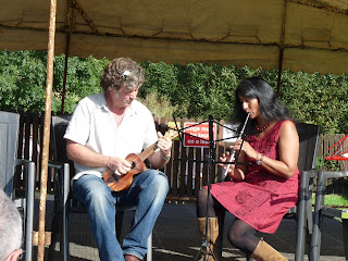 Stephen and Rekha from Chester Uke Players at N'Ukes fest