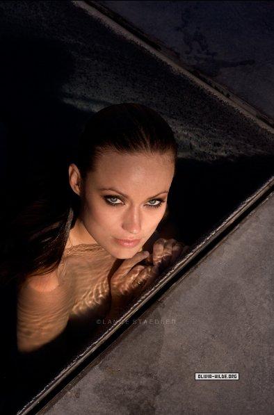 Olivia wilde desnuda en el agua en 2007 neiked wumen for Desnudas en la piscina
