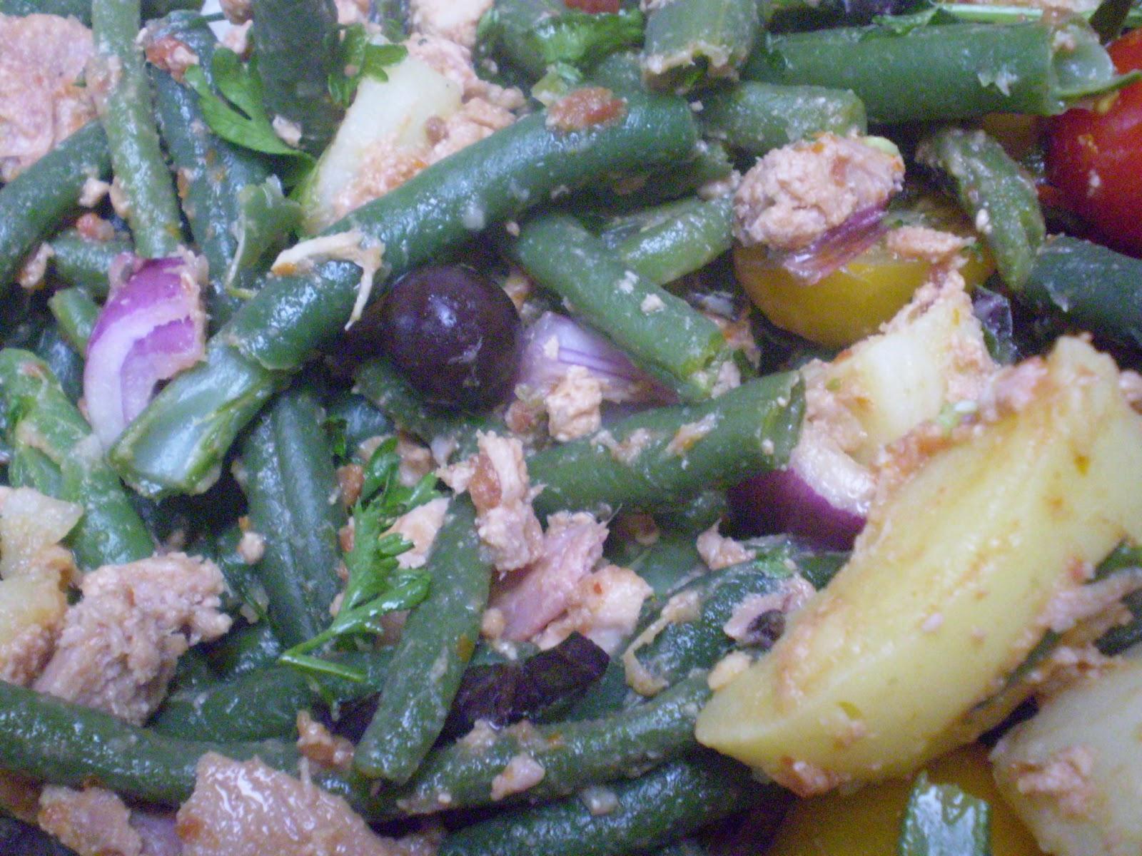mes petits plaisirs salade de pomme de terre nouvelle au thon haricots verts tomate et. Black Bedroom Furniture Sets. Home Design Ideas