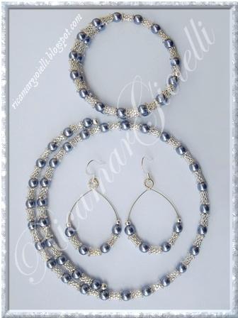 orecchini,bracciale e collana filo armonico, tubicini in peyote e perle