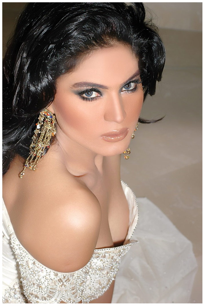 am labels veena malik veena malik cleavage show veena malik hot images