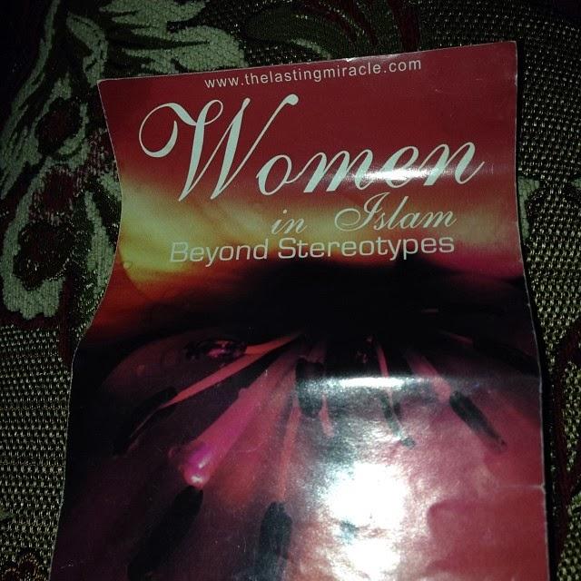 المرأة في الاسلام .. نشرة يسلم منها الكثير من النساء في بريطانيا لجنة التعريف بالإسلام بروشور الدعوة الدعاة
