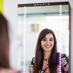 Basta sorrir em frente ao espelho para que o selfie seja feito