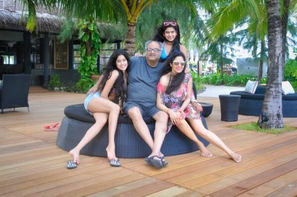 Sridevi daughter jhanvi kapoor bikini images jhanvi kapoor for Hot family pics