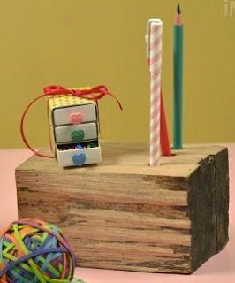 http://lasmanualidades.imujer.com/6055/portalapices-hecho-con-un-tronco-de-madera