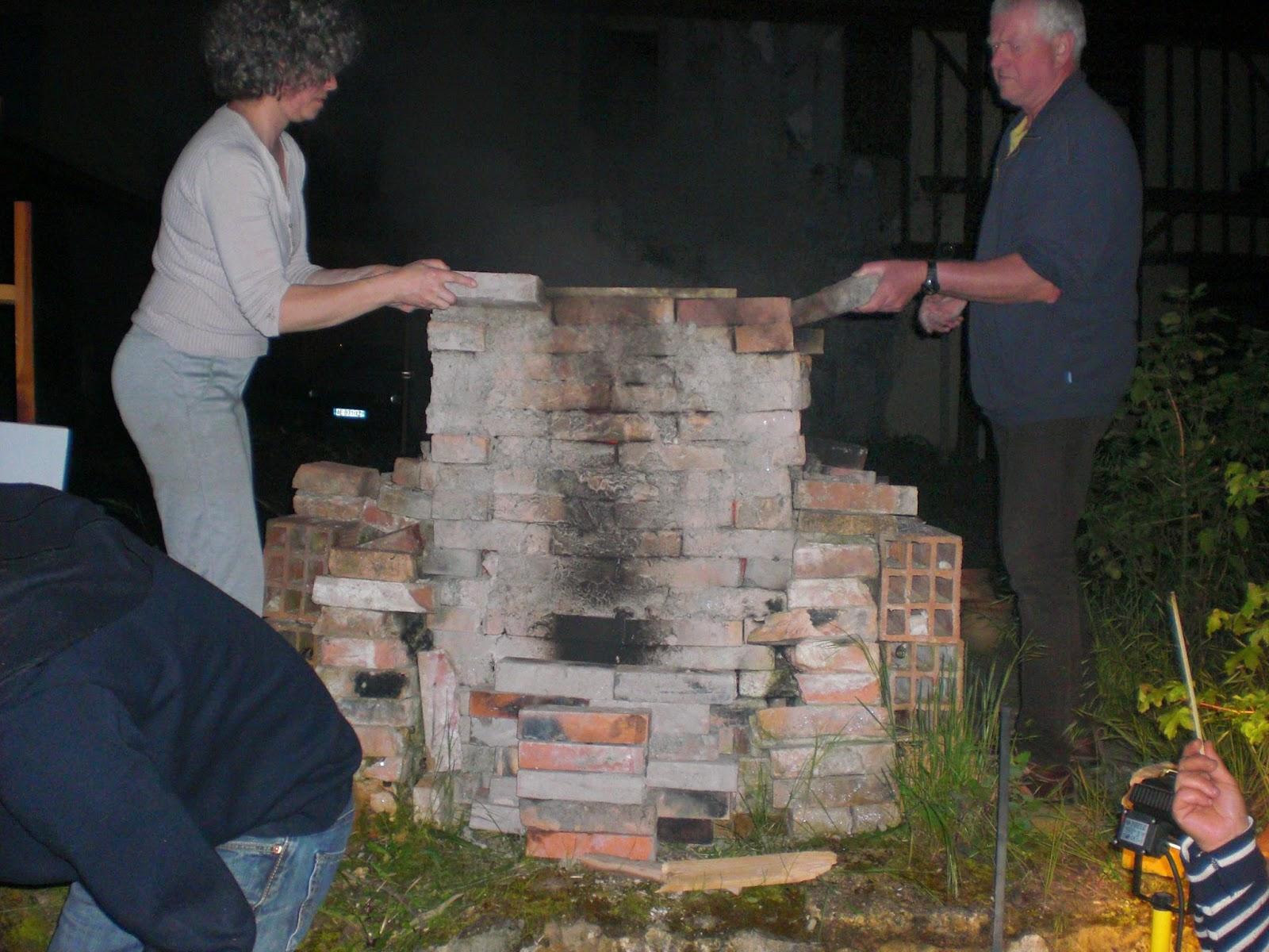 atelier bleu cuisson dans four au feu de bois chez c cile. Black Bedroom Furniture Sets. Home Design Ideas