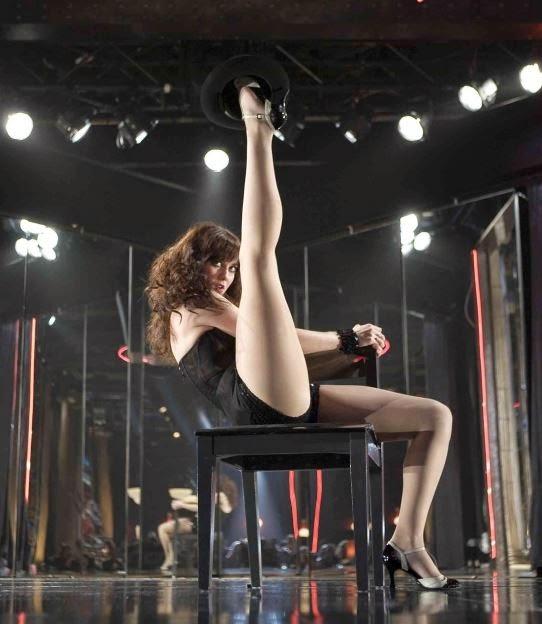 Mary Elizabeth Winstead showing her sexy legs